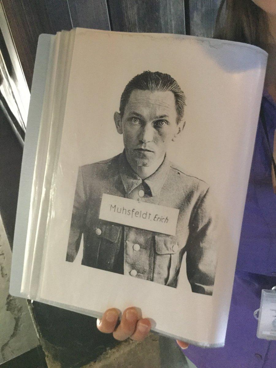 ตานี่เป็นทหารนาซีที่เป็นหัวหน้าฝ่ายเผาศพครับ ก่อนสงครามโลกบ้านแกอบขนมปังขาย เลยให้รับผิดชอบด้านเตาเผา(นี่เรื่องจริง) https://t.co/EZueaLEvl2