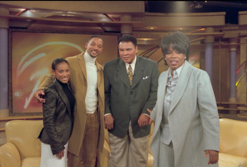 Another great moment in 2001 with the Champ! #RIPMuhammadAli https://t.co/LPumH6yEdM