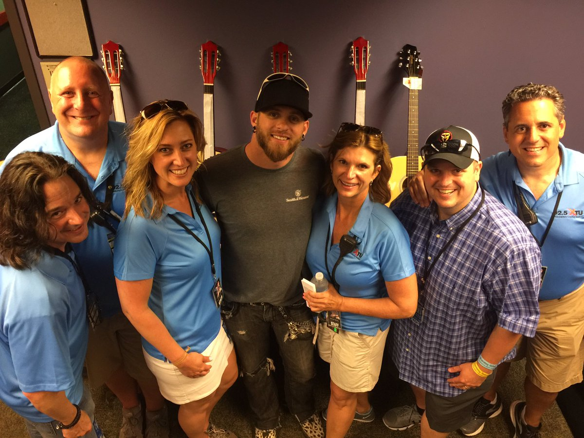 @BrantleyGilbert #XTUAnniversaryShow my favorite photo today thanks BG!!  @925XTU https://t.co/dReI81gzUp
