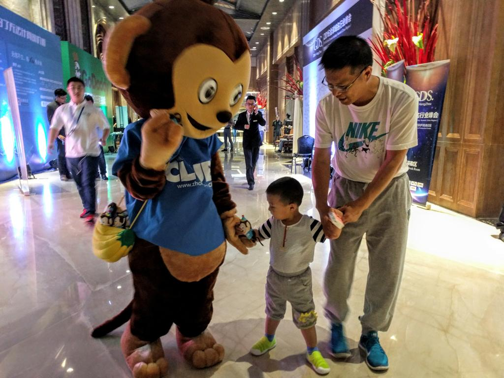 The cutest moment during .CLUB Domains' mascot Hou Mimi's visit to Global Domain Summit Hangzhou today! @getDotClub https://t.co/7T34x0p1Yp