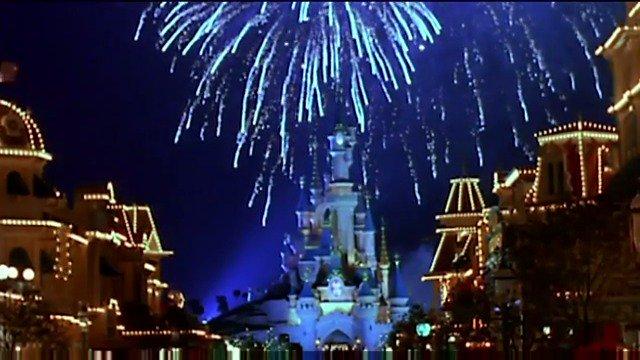 Remember the Grand Opening of Disneyland Paris, exactly 25 years ago.  #DisneylandParis25 ✨ https://t.co/EAFwBur8Be