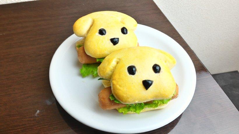 今日は手作りで、わんわんホットドッグを作ってみました( ´ ▽ ` ) ソーセージが大きくてジューシー。 パンもオーブンで香ばしく焼きあがりました! https://t.co/bMCI1aIy4i