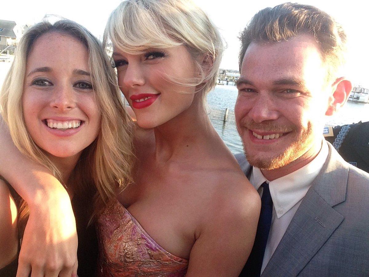 Taylor Swift - Página 3 CkM2JPsXAAIQX9r