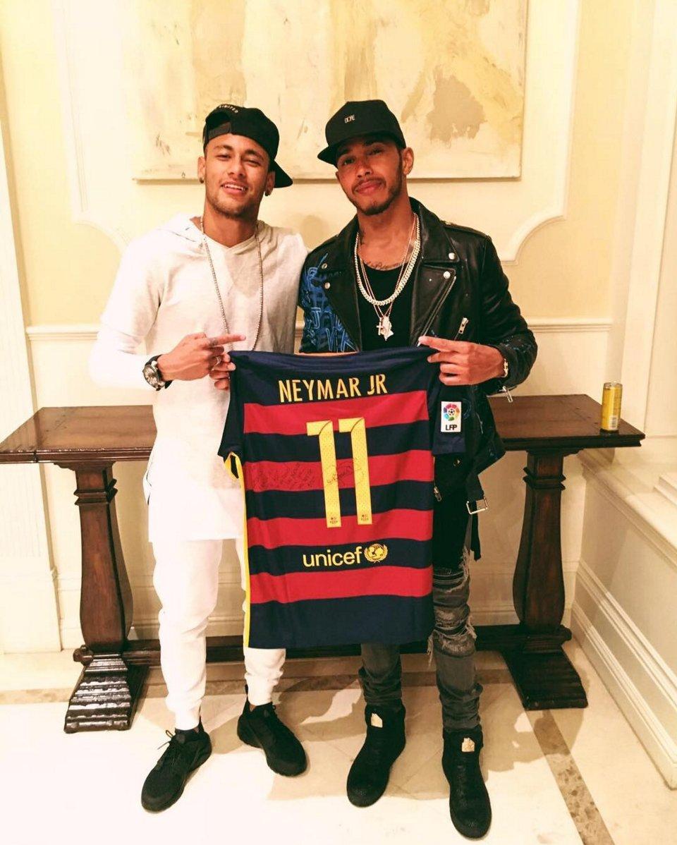 ¿Cuánto mide Lewis Hamilton? - Estatura y peso - Real height CkN7bfxWsAEnhdS