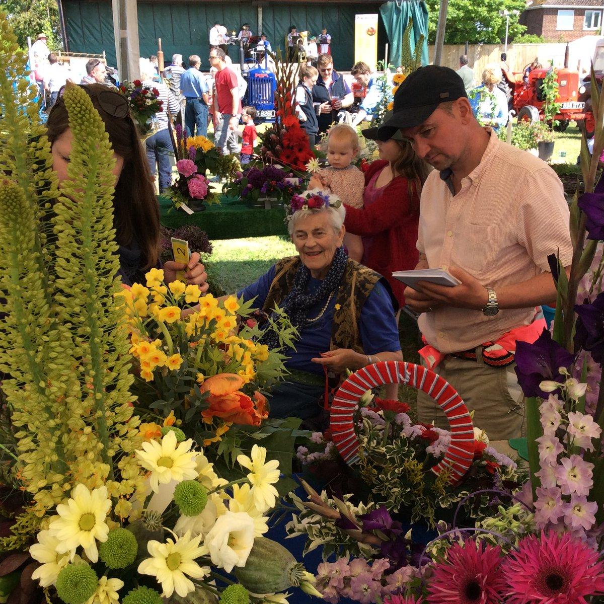 Fantastic day#OFS16 with Matt Naylor. My wife Lorna judging flower arrangements https://t.co/2wxo89Z4Rl