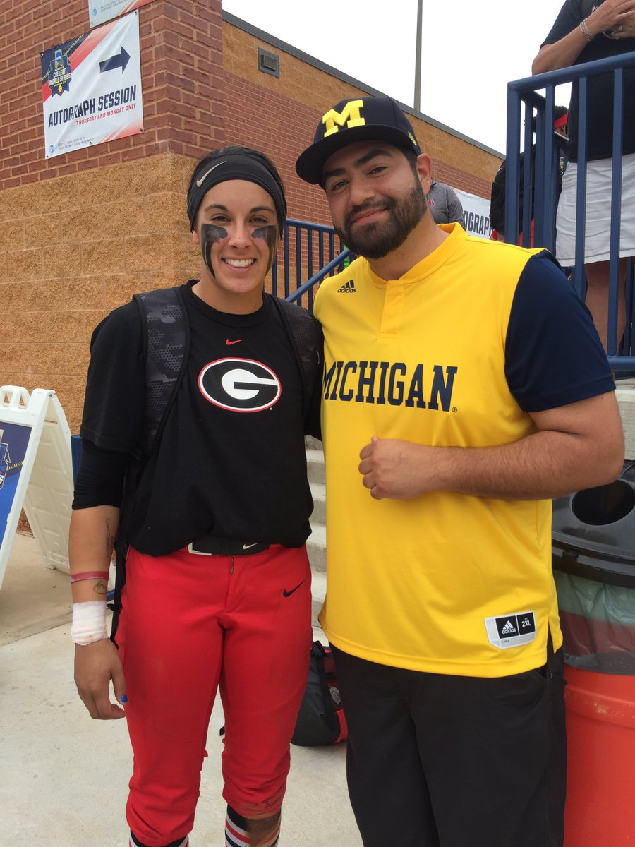 @16newt gave me s**t 4 my gear but that doesn't mean my fav player can't be from Georgia!  #Baller #WCWS #AlexHugo <br>http://pic.twitter.com/cQ5baIazCc