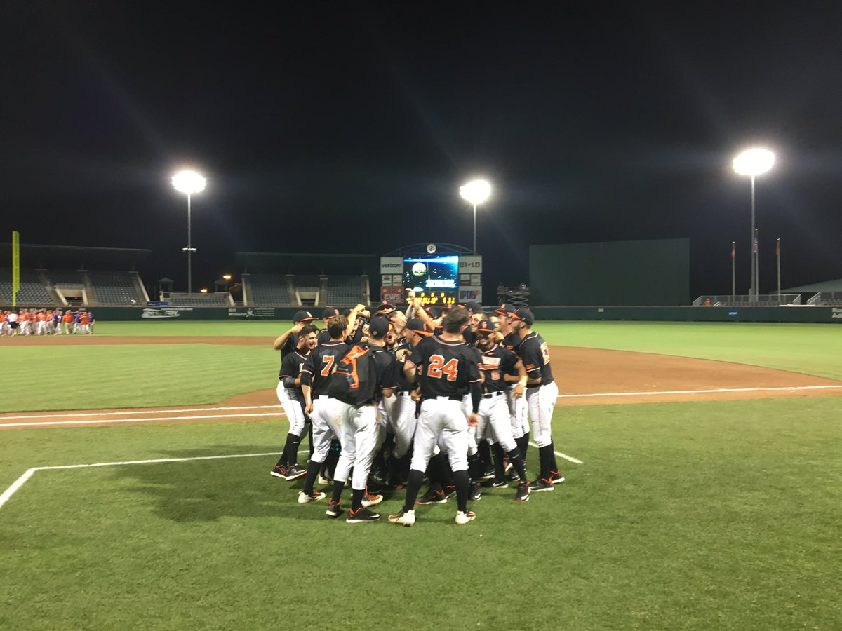 Your 2016 NCAA Clemson Regional champs - the #okstate Cowboys! #PistolsFiring #SuperRegionalbound https://t.co/gbWfhsM5xD