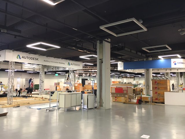Der Aufbau läuft auf Hochtouren. La mise en place des stands de l'exposition bat son plein #GEOSummit https://t.co/wQ39zBHuv6