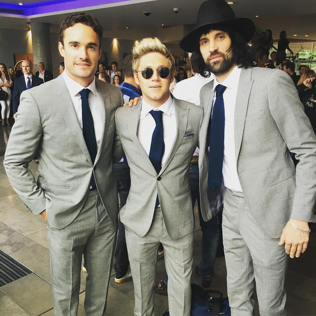 @ThomEvans11, @NiallOfficial, @KasabianHQ wearing our Rhine suits ahead of last night's #SoccerAid2016. https://t.co/OyQ34oOpUV