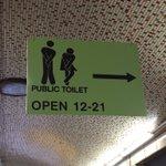 このトイレの標識看板...深刻さが伝わってきてとても良い!