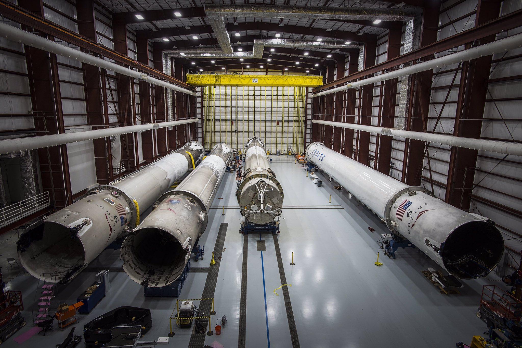 [SpaceX] Actualités et développements de la Falcon 9 et du moteur Merlin - Page 13 CkT0GpCUoAE1L0E
