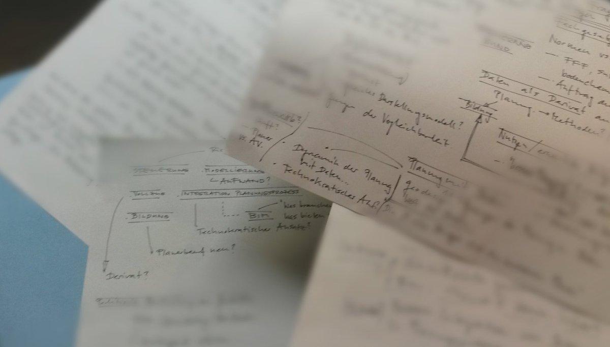 """Fragen über Fragen! Das Podium des Workshop 3, """"Datenmodelle der Raumplanung"""" wird die Antworten kennen. #GEOSummit https://t.co/2Lsfp1aoSL"""