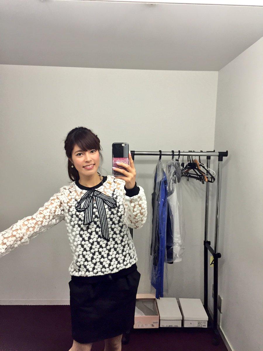 白いシースルーのトップスを着た神田愛花アナの画像