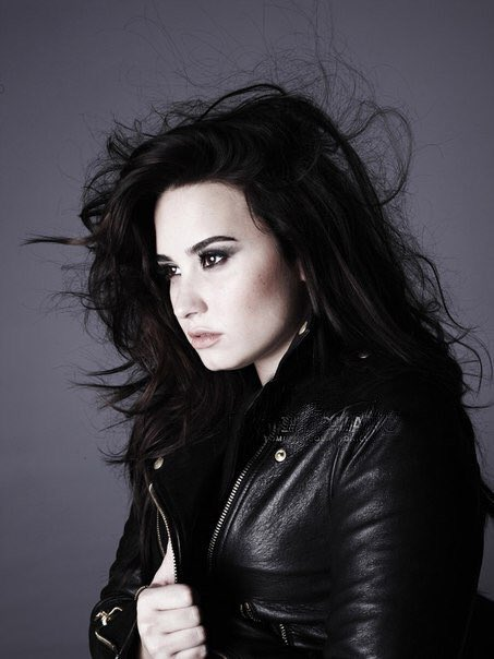 """Demi Lovato News on Twitter: """"-NEW/OLD PHOTOS- outtakes ..."""