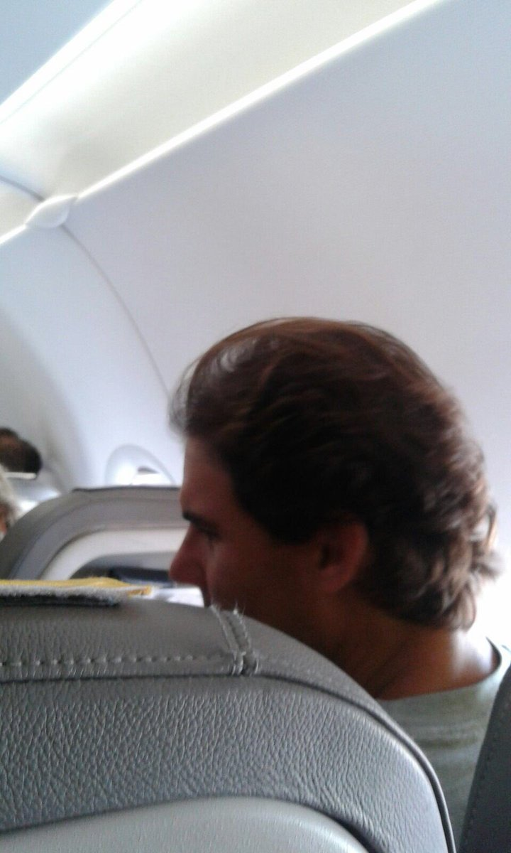 I normally don't condone the stolen pics, but my big sis is on the same flight as Rafa and I'm like {}}##}%#~|<^|}% https://t.co/5DD2sENc3I