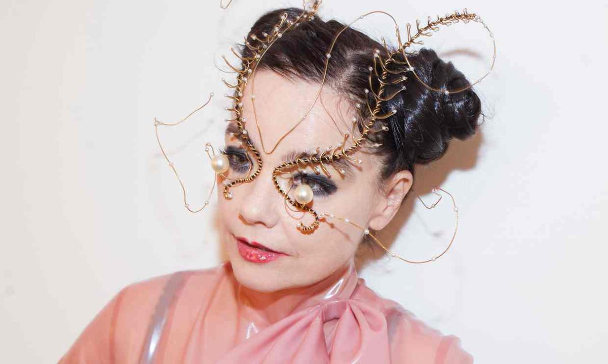 BJORK TO EMBARK ON VR ALBUM TOUR