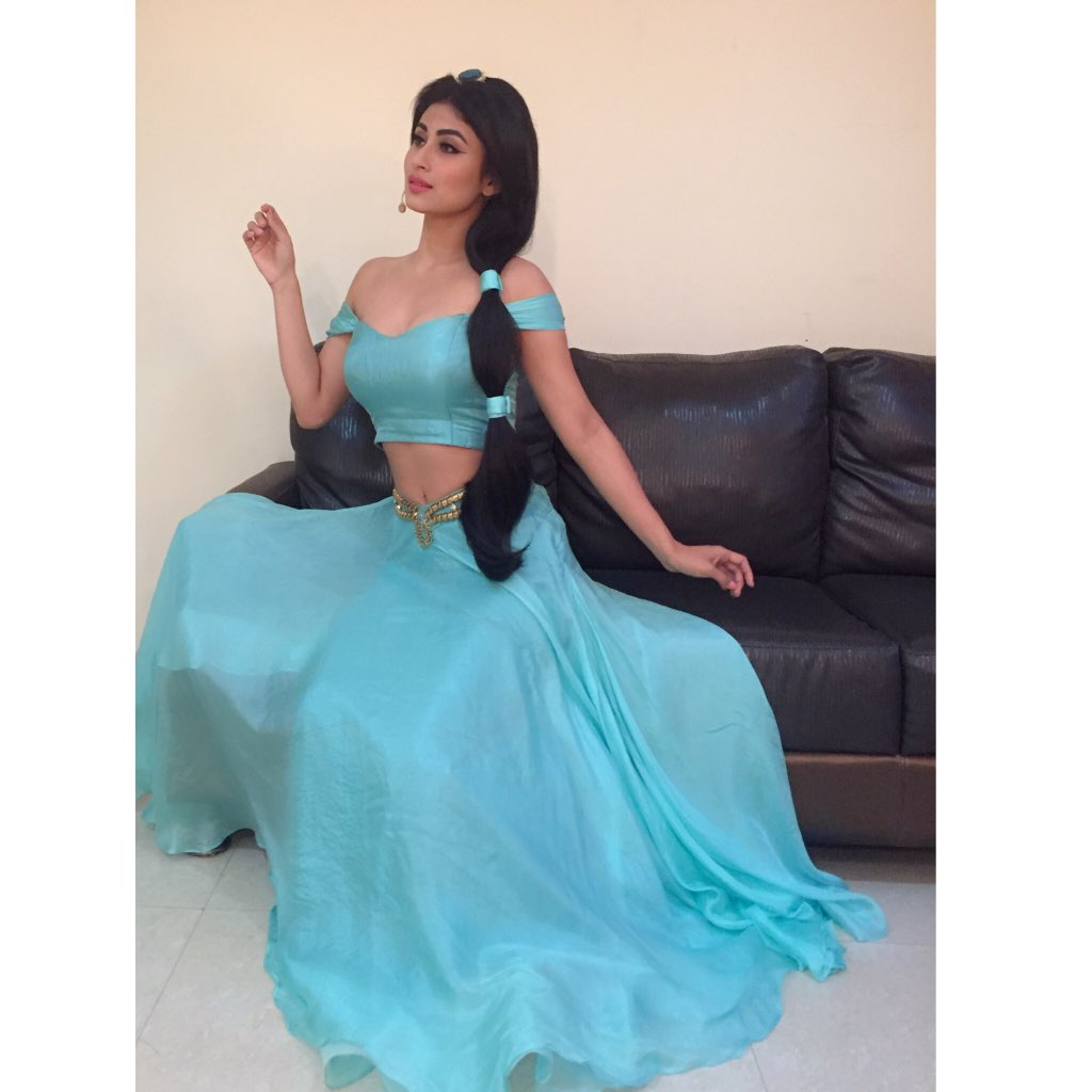 Mouni Roy,hot,pic,latest,image,picture,photos,So You Think You Can dance,Jasmine,&TV,And TV,dress, blue dress