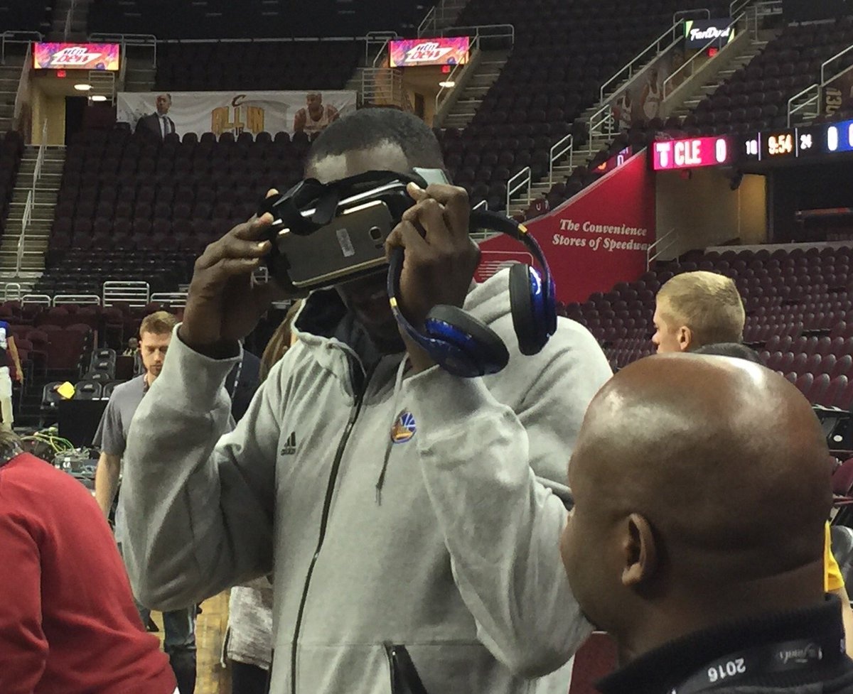 Draymond Green views a virtual reality depiction of Steph Curry's tunnel shot
