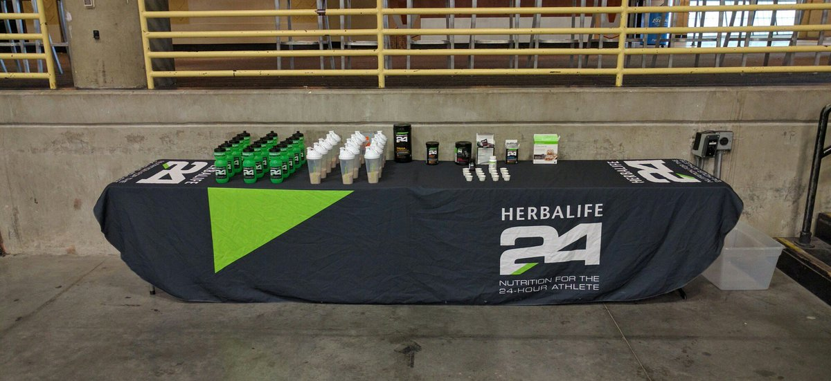 Big thanks to HerbaLife for keeping our athletes strong! #lovethegrind https://t.co/bwDpPbj0lD
