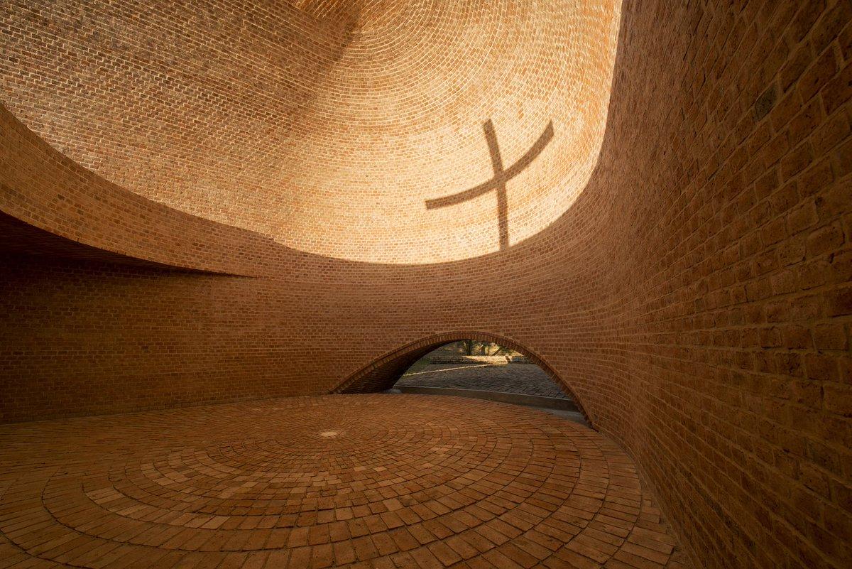 아르헨티나 카필라 산 베르나르도 채플. 채플을 설계한 건축가에겐 축복있으라.이 벽돌 한장한장을 쌓은 벽돌공에도 축복있으라. >>>> https://t.co/ld6Jr6XFqp https://t.co/0ioovCKCzm