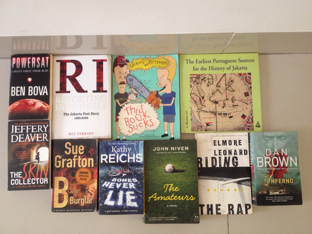 Ten books for Rp 100,000. Support @pelangibook all proceeds go straight to charity #shutupBeavis https://t.co/civuhxGDSx