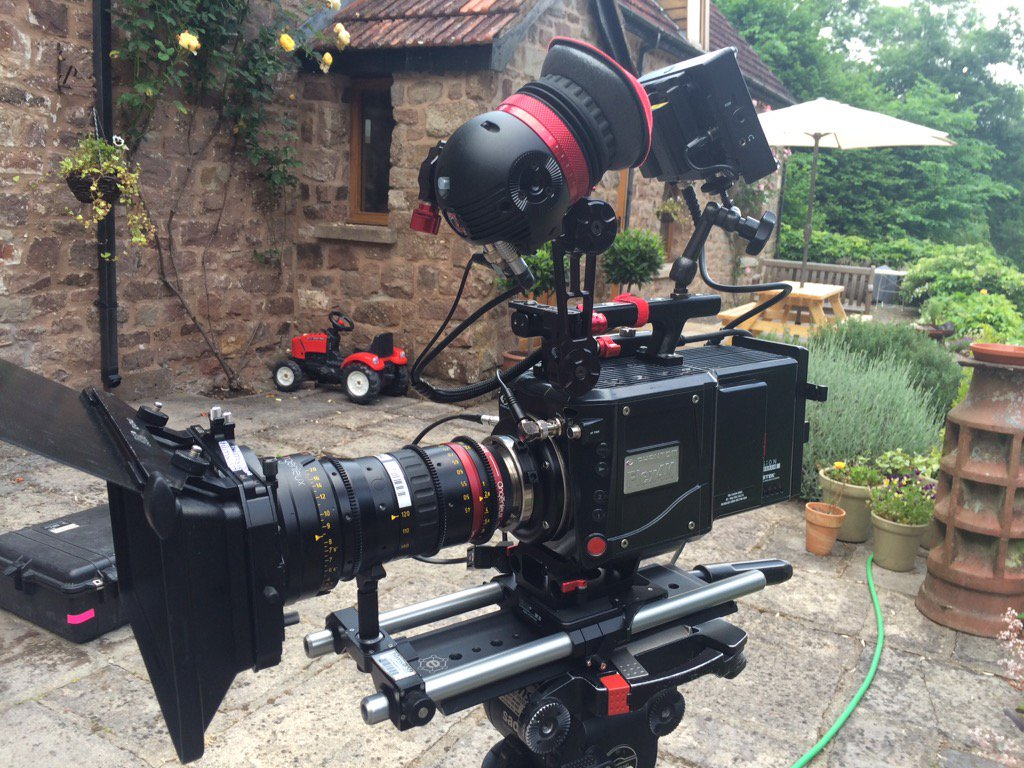 Setting up my @Zacuto gratical eye on the Flex 4K #BTS #GraticalEye #films@59 https://t.co/j0vezrrkdM
