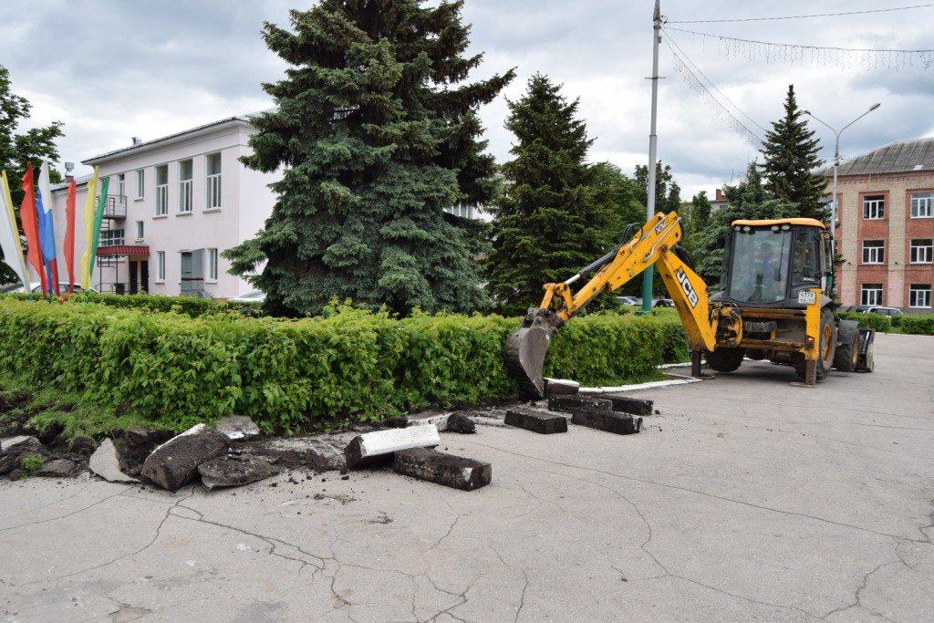 Начаты работы по ремонту асфальтового покрытия на пл.Ленина