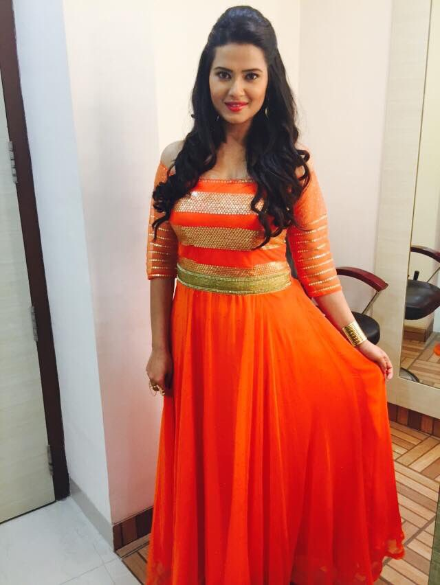 Kristika Sengar,Zee Gold Awards 2016,Gold Awards 2016,Gold Awards,image,picture,pic,photo,Kasam Tere Pyaar Ki