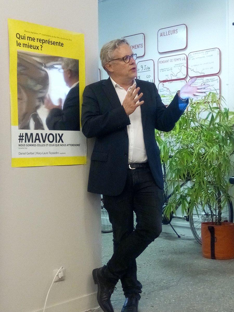 En présence de @LoicBlondiaux qui se reflète dans l'affiche de @MAVOIX2017 😉 @OpenGovFr @La27eregion https://t.co/6V2BKviBTj