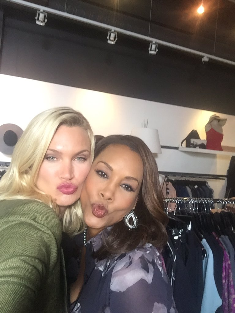 So fun working with this fierce and fabulous women @MsVivicaFox #managingmanhatten # https://t.co/oiLbQKghxc