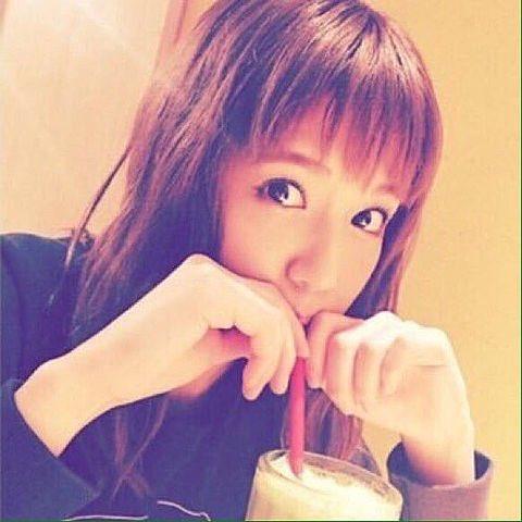 ドリンクを飲む藤井夏恋