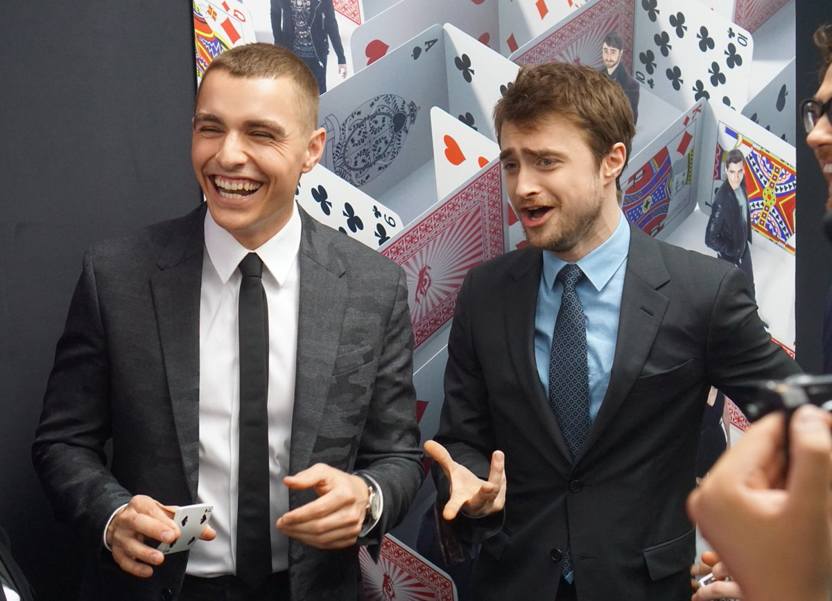 That moment when you show a magic trick to a REAL wizard. On the red carpet of #NowYouSeeMe2 with Daniel Radcliffe! https://t.co/divLHJTMnI