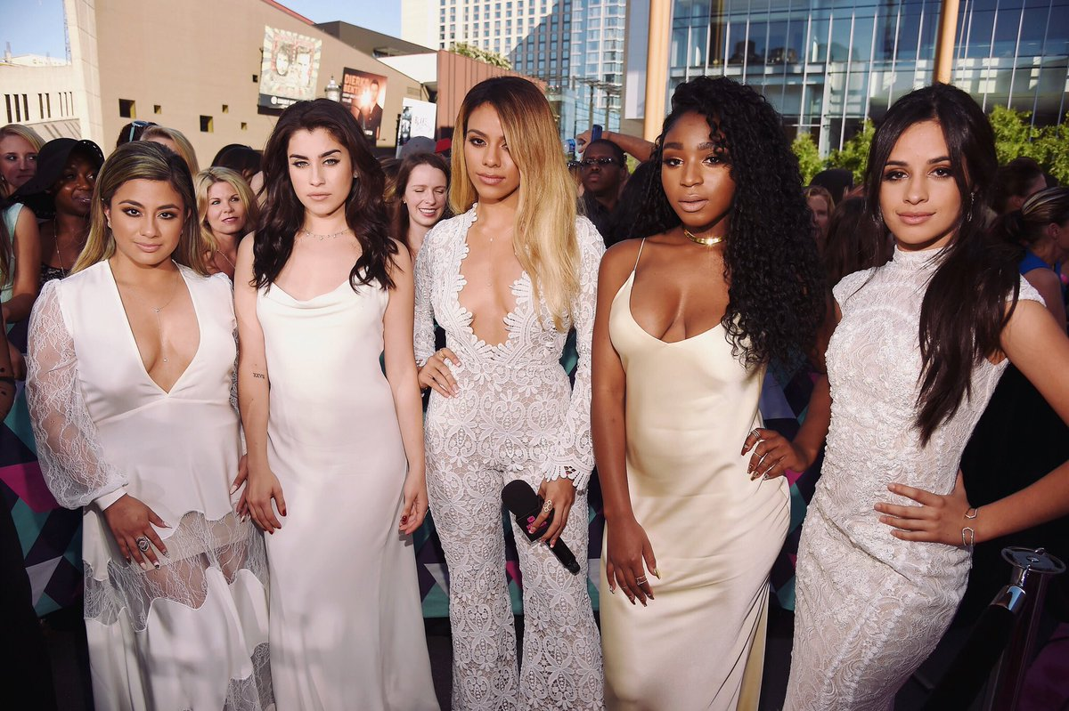 Okay @FifthHarmony, you all look like beautiful angels tonight