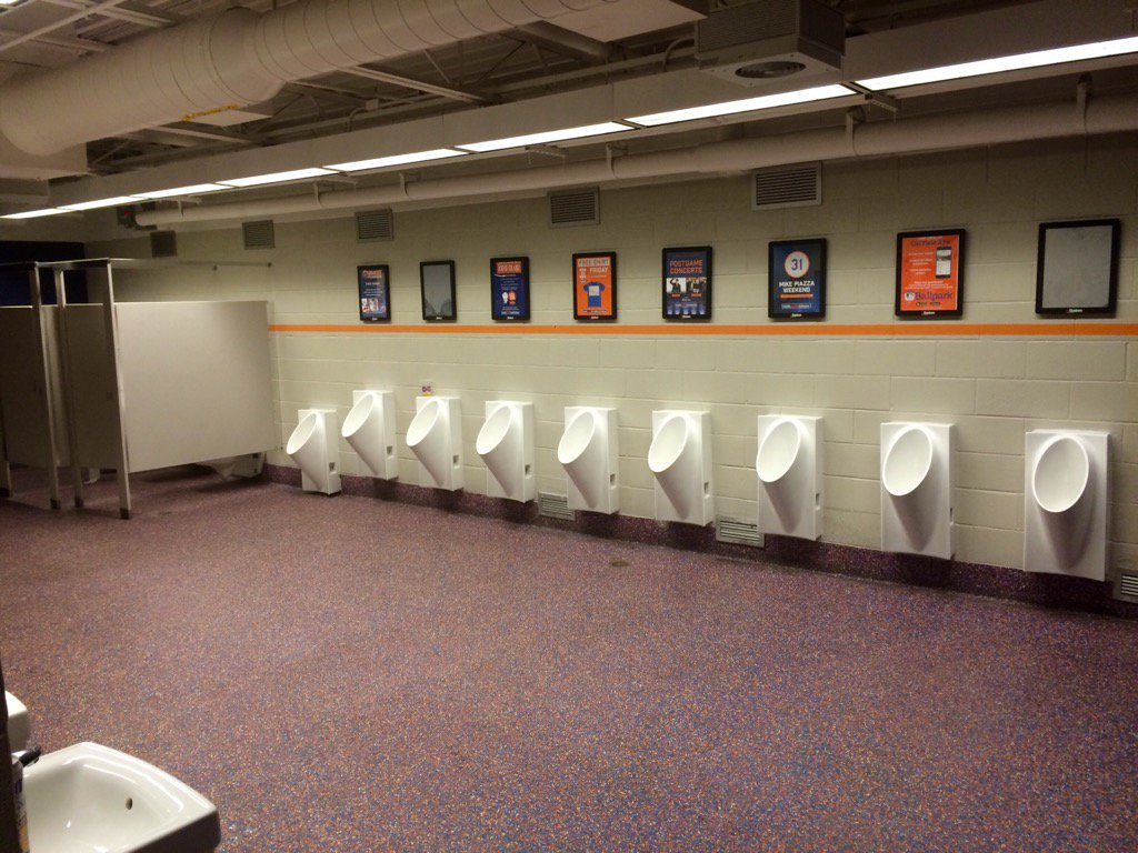 And here's the men's bathroom at the #beyonce Citi Field show https://t.co/Kjn9zGMJPa