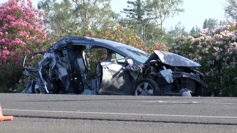 Teen killed when distracted highway cop slams into car https://t.co/GlRizrPHok #KHOU #Nation