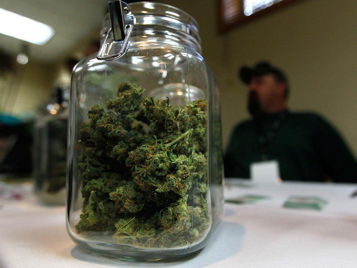 John Kasich legalizes Ohio medical marijuana