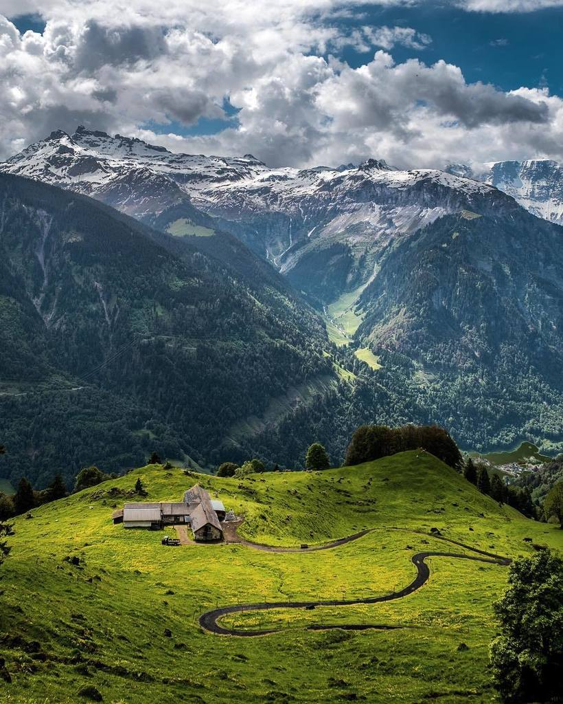 Have you ever been in a magical place like this? #inlovewithswitzerland https://t.co/kqPaFXS7kY https://t.co/O4hHlDcaYT