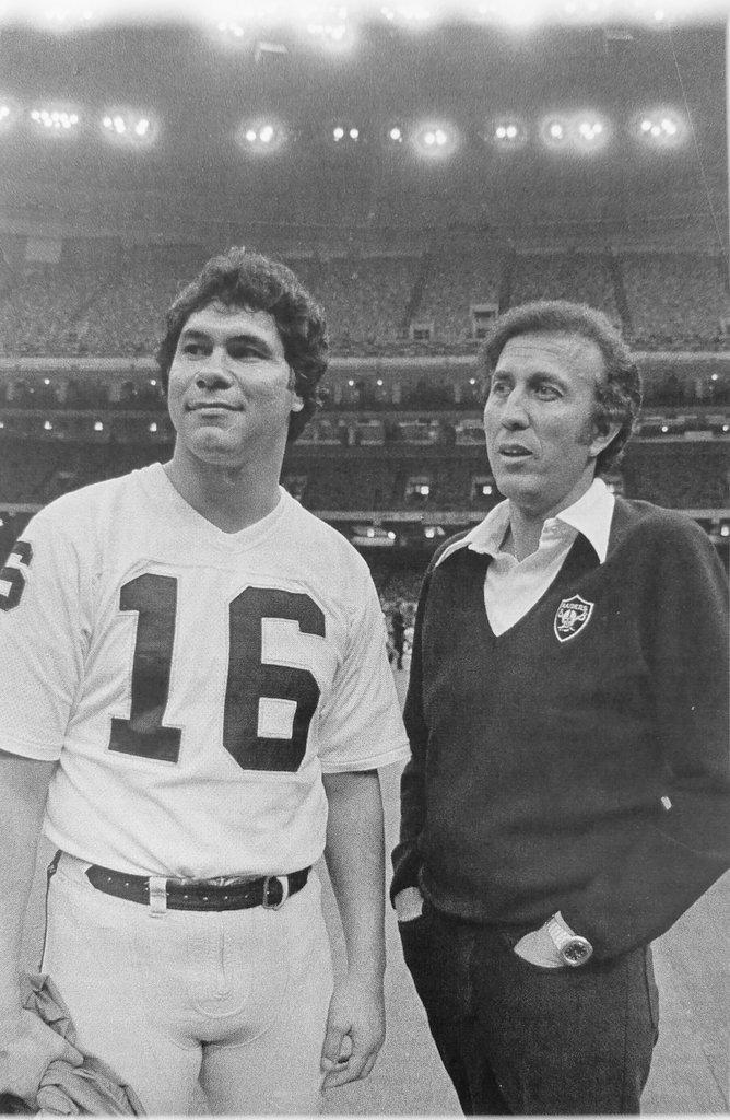#TBT to #Raiders @JimPlunkett16 & Tom Flores before @Raiders Super Bowl XV victory over #Eagles, January, 1981. https://t.co/BCJ1VkUDQH