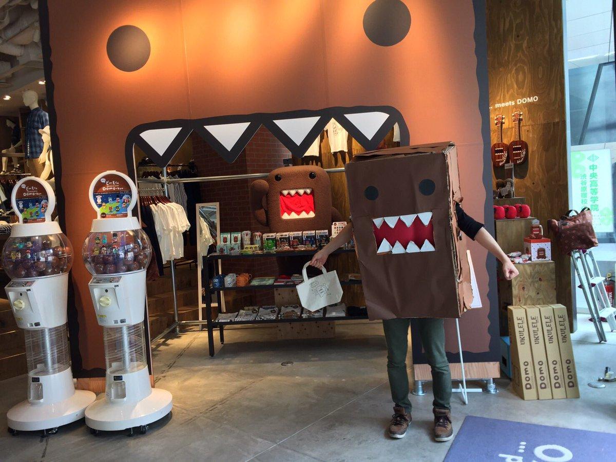 どーもくん(箱)がどーもくんのグッズを買いに行ってみた。  niko and…TOKYOさんでどーもくんとのコラボグッズが発売されているとの噂を聞きつけ、買い物に行ってきました! https://t.co/tNCUWd7VO0