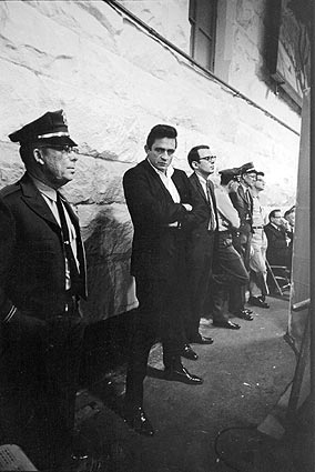 Very cool shot of @JohnnyCash. Read about it https://t.co/tlcyuPsHFl #countrymusic #outlaw https://t.co/LpF9MJUsmM