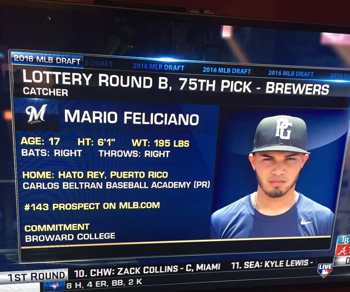 """Mario de mi CBBA fue """"drafteado"""" hoy por Milwaukee. Orgulloso de mis jóvenes en la lucha por lograr sus sueños. https://t.co/Kf0B5w8ilH"""