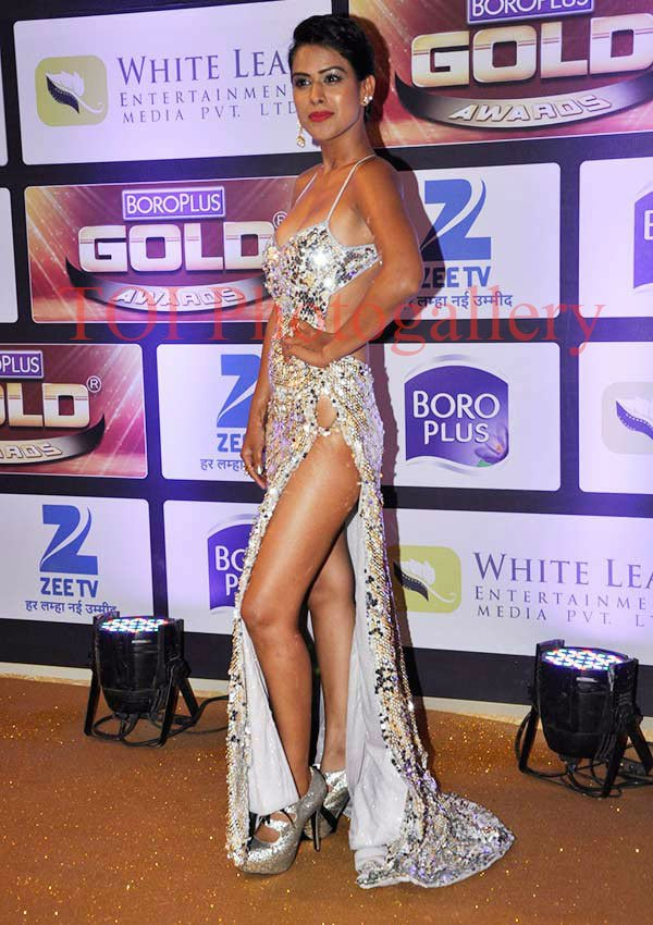 Nia Sharma,hot,sexy,gown,dress,silver,Roshni,Jamai Raja,latest,image,picture,pic