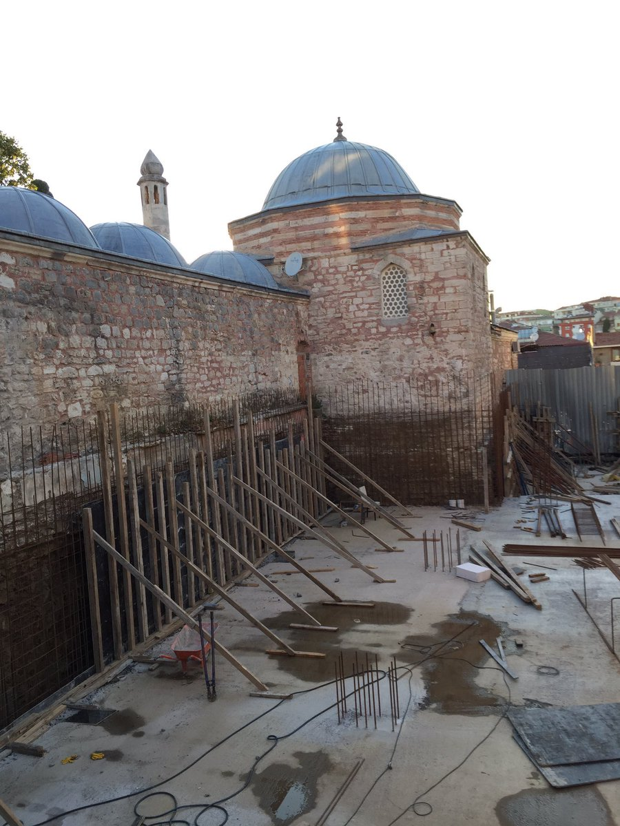 Mimar Sinan'ın eseri, 450 yıllık Atik Valide Külliyesi'nin dibine apartman inşaatına nasıl izin verilir?! https://t.co/T9WDB52Q9p