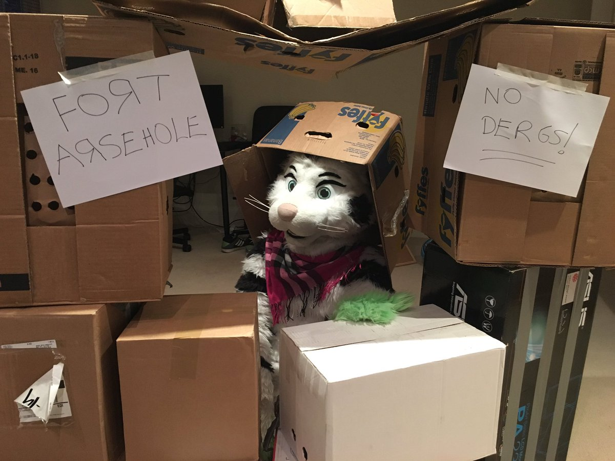 FORT AWESOME #fursuitfriday https://t.co/I2pCPMhScs