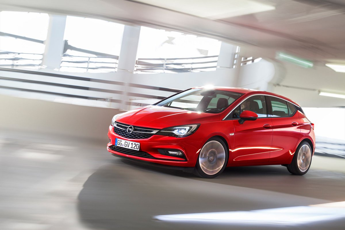 Introducing the award winning Opel Astra: https://t.co/ftLlh0Q9lB RT & you could WIN a smartphone @GumtreeAutoZA https://t.co/Q1Z2Aalh6w