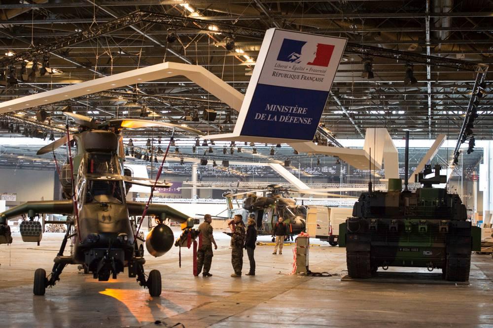 French Army: News  Ckli-0zWYAAMYzb