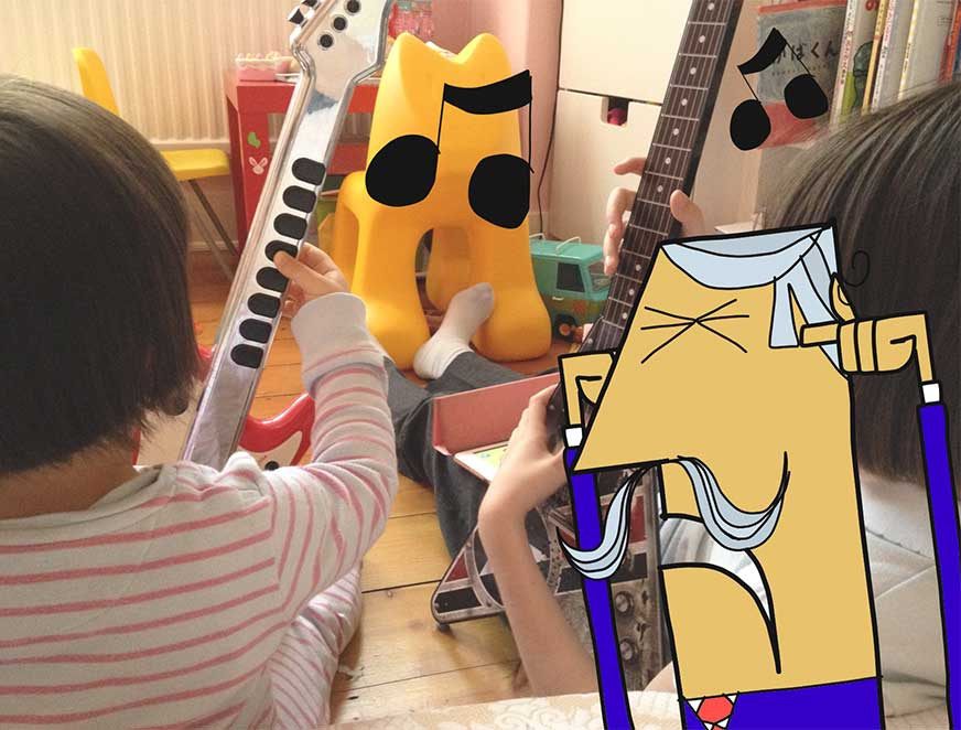 I didn't think the #toyguitars thing through... #paperjamz #noisepic.twitter.com/R5fUvZW3mB