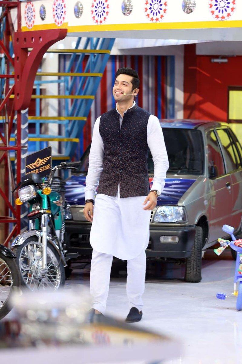 How many likes for Fahad mustafa looks today #JeetoPakistan #ShaneRamzan #arydigital https://t.co/zvJqIEZuxT