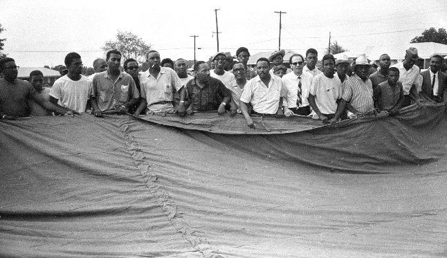 #OTD 1966 #MarchAgainstFear The first tent arrives! https://t.co/IGWbGqtDpz #MAF50 Image: Bob Fitch @StanfordArchive https://t.co/eW9bTG9FKD