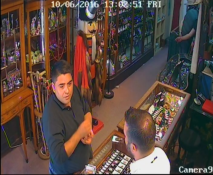 Do you know this man tried to steal from my shop today! https://t.co/WyQJKtcYzK